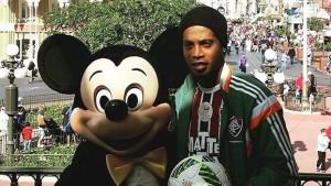 Ronaldinho Gaucho e Mickey Mouse